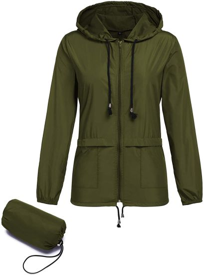 Lightweight Jacket Waterproof Raincoat Outdoor Hooded Windproof Zipped Windbreaker with a Carry Pouch